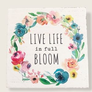 Wall or desk plaque NWT live life in full bloom